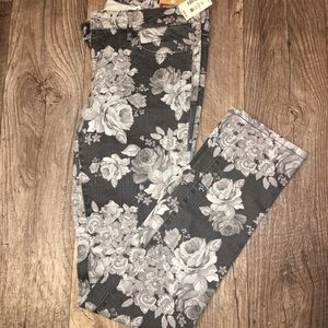 AEROPOSTALE GRAY FLORAL JEANS